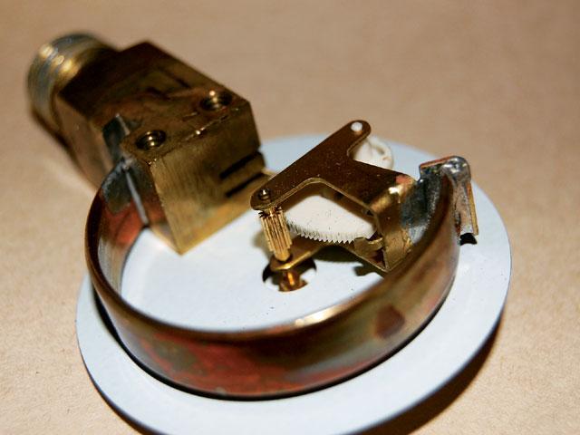 Cấu tạo đồng hồ đo áp suất khí nén